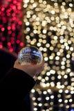 Стеклянная сфера в настоящем моменте света Стоковое Изображение