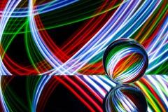 Стеклянная сфера отражая красочный свет Стоковые Изображения