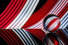 Стеклянная сфера отражая красочный свет Стоковое фото RF