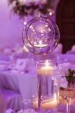 Стеклянная сфера с свечой внутрь розы перлы приглашения украшения декора карточки boutonniere предпосылки wedding белизна Стоковое Изображение