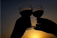 стеклянное вино здравицы силуэта Стоковые Изображения RF