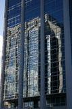 Стеклянное здание с отражением стоковые фотографии rf