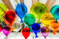 Стеклянные воздушные шары в окне других цветов Венеции Италии стоковое фото