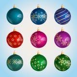 Стеклянные красочные шарики рождества с орнаментом рождества иллюстрация штока