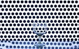 Стеклянный бокал на предпосылке кругов Стоковые Фото