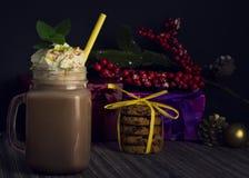 Стеклянный опарник с какао или горячим шоколадом стоковое фото rf