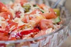 стеклянный среднеземноморской салат плиты Стоковое фото RF