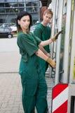Стекольщики с стеклянной тележкой транспорта Стоковая Фотография RF