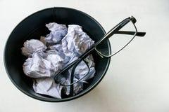 Стекла брошенные в ведро отброса Стоковое Изображение RF
