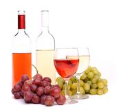 Стекла, бутылки вина и виноградины Стоковое Изображение