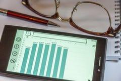 Стекла, блокнот, ручка и умный телефон Стоковая Фотография RF
