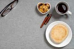 Стекла блюда формы сердца закуски хлеба кофе Стоковые Фото