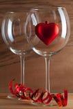2 стекла вина и красного сердца Стоковое Изображение