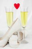 2 стекла вина и красного сердца Стоковые Изображения