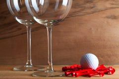 2 стекла вина и оборудований гольфа Стоковые Фото