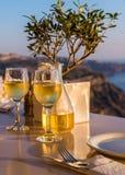 2 стекла вина на заходе солнца Стоковое фото RF