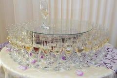 Стекла вина на таблице Стоковые Фотографии RF