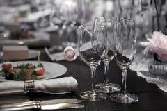 Стекла вина на таблице Стоковые Фото