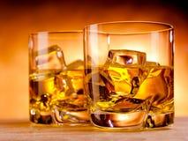 2 вискиа и бутылка Стоковые Фотографии RF