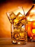 2 вискиа и бутылка Стоковое фото RF