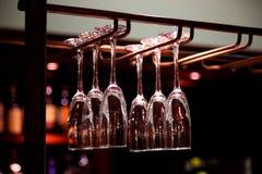 стекла вися вино Стоковое Изображение