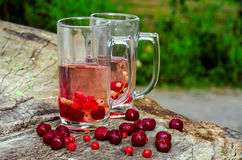 2 стекла, вишни, смородины стоковая фотография rf