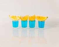 4 стекла голубого камикадзе, блестящего питья, смешанное питье льют Стоковая Фотография RF