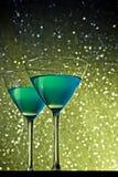 Стекла голубого коктеиля на таблице Стоковые Изображения
