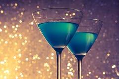 Стекла голубого коктеиля на таблице Стоковое Изображение RF