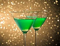 Стекла зеленого коктеиля на таблице Стоковые Изображения RF