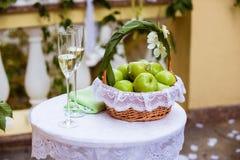 Стекла и кольца венчания Стоковое Изображение