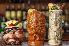 3 стекла коктеилей на баре Стоковые Изображения
