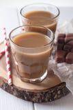 2 стекла кофе и солом Стоковое Изображение