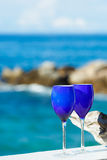 2 стекла красного вина на Тихоокеанском побережье Стоковое Фото