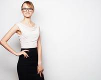 Стекла молодой бизнес-леди нося стоковое изображение