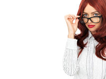 Стекла молодой привлекательной красной с волосами бизнес-леди нося Стоковая Фотография RF