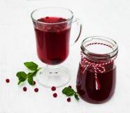 Стекла обдумыванного вина с клюквами Стоковые Фото
