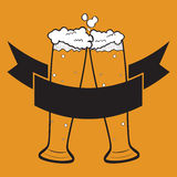 Стекла пива на оранжевой предпосылке, логотипе Стоковое Фото