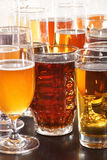 стекла пива пустые полные одна секунда Стоковое Изображение RF