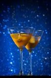 Стекла свежего коктеиля с льдом на таблице бара Стоковые Изображения