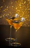 2 стекла свежего коктеиля с льдом на таблице бара Стоковое Изображение RF