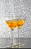 Стекла свежего коктеиля с льдом на таблице бара Стоковая Фотография RF