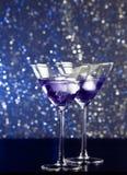 Стекла свежего коктеиля с льдом на таблице бара Стоковые Фотографии RF