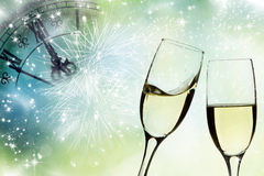 Стекла с светами шампанского и праздника Стоковые Фотографии RF