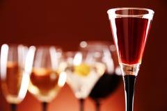 Стекла с сортированными алкогольными напитками Стоковое Фото