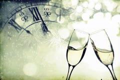 Стекла с шампанским над предпосылкой праздника Стоковые Фотографии RF