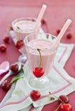 2 стекла с milkshake вишни Стоковая Фотография RF