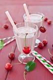 2 стекла с milkshake вишни Стоковые Фотографии RF