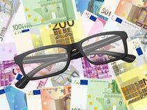 Стекла чтения на предпосылке евро Стоковые Фото