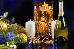 Стекла Шампани в праздничном натюрморте Стоковое Изображение